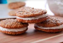Little Debbie-Inspired Oatmeal Cream Pies
