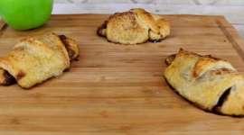 Mini Apple Cinnamon Roll Pies
