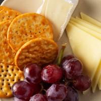Au Bon Pain Brie, Cheddar & Fruit with Crackers Petit Plate